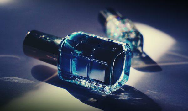blue-nail-polish-bottle-1373747